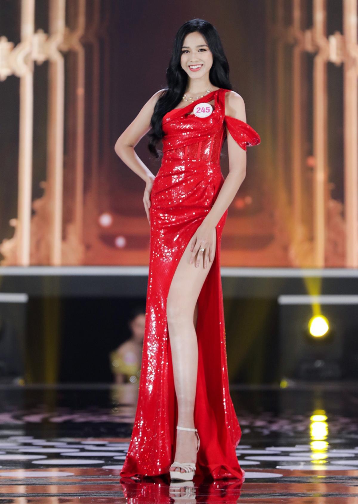 Đỗ Thị Hà (SBD 245) sở hữu chiều cao 1,75m với số đo ba vòng 80-60-90, sinh năm 2001, đến từ Thanh Hóa.