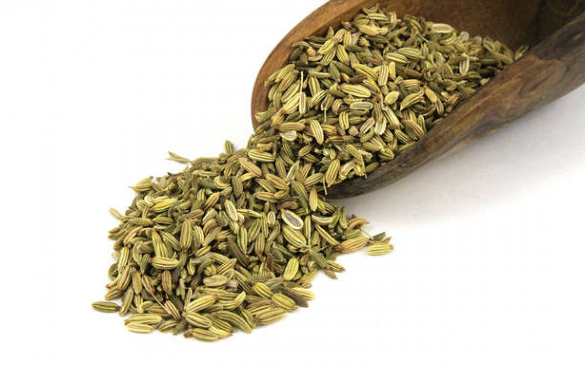 Hạt thì là: Hạt thì là có mùi thơm và vị ngọt tương tự như cam thảo, và quan trọng nhất là chúng có khả năng sát trùng. Nhờ vậy, hạt thì là rất hiệu quả trong việc điều trị chứng hôi miệng.