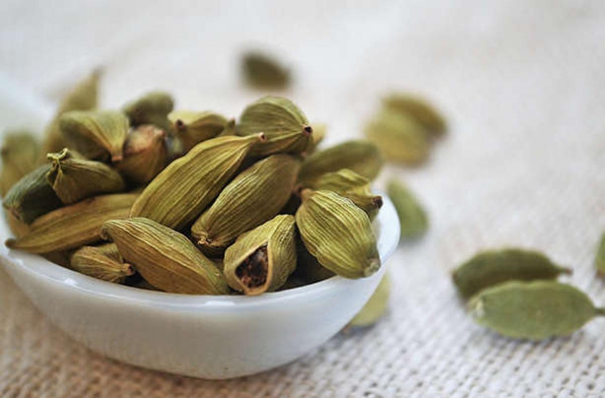 Bạch đậu khấu: Bạch đậu khấu là một loại thảo dược cổ truyền phổ biến ở Ấn Độ. Nhai vỏ hạt bạch đậu khấu sẽ giúp bạn điều trị chứng hôi miệng hiệu quả./.