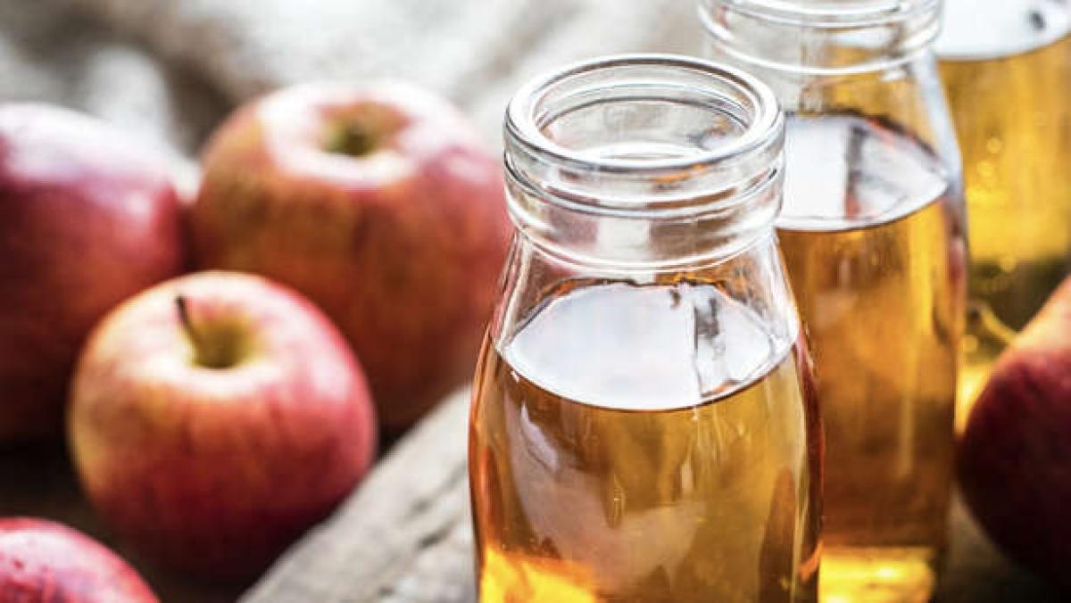 Giấm táo: Giấm táo cũng là một nguyên liệu rất hiệu quả để trị hôi miệng, vì nó có khả năng thanh tẩy các vi khuẩn gây mùi trong khoang miệng bạn.