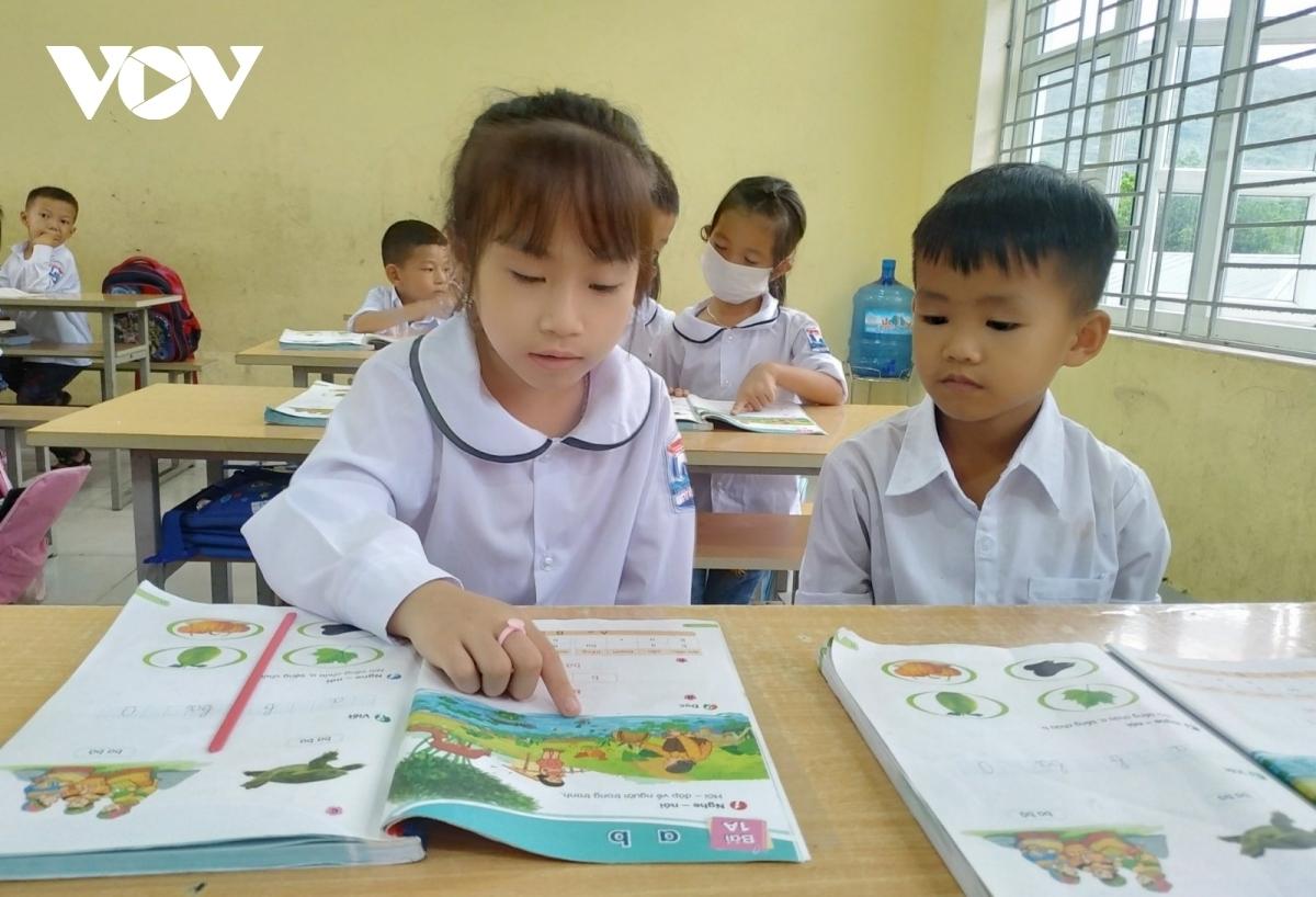 Chương trình giúp trẻ được trải nghiệm, hứng thú với tiếng Anh; bước đầu hình thành và phát triển năng lực giao tiếp bằng tiếng Anh; chuẩn bị tốt cho việc học tiếng Anh ở bậc tiểu học.