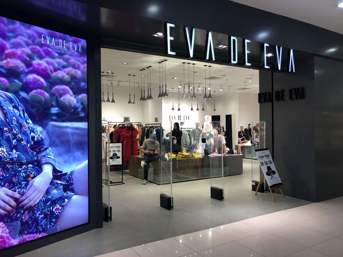 """Năm nay, nhiều cửa hàng thời trang giảm giá """"sốc"""" nhưng vẫn rất ế ẩm."""