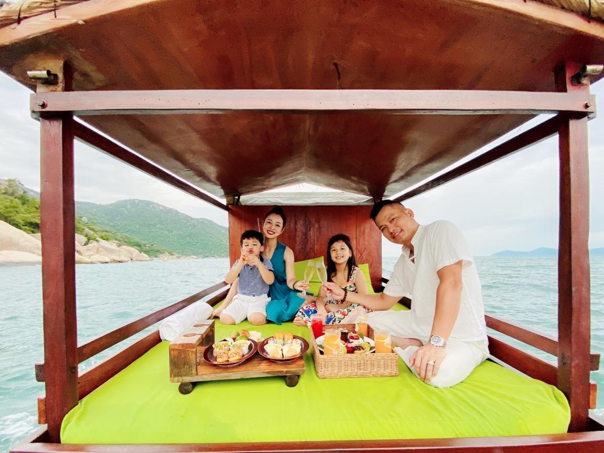 Gia đình Jennifer Phạm đang có chuyến nghỉ dưỡng tại một trong những resort sang chảnh, đắt đỏ bậc nhất tại Việt Nam.