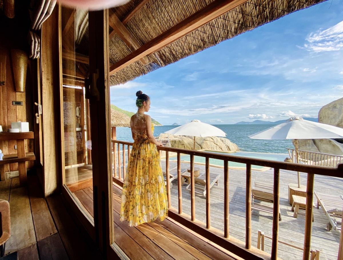 Đây là một trong những resort sang chảnh bậc nhất tại Nha Trang, Khánh Hòa. Nhiều ngôi sao từng đưa gia đình đến đây nghỉ dưỡng bao gồm gia đình NTK Đỗ Mạnh Cường, Hồ Ngọc Hà, Tóc Tiên, Bảo Thy, Quỳnh Nga...