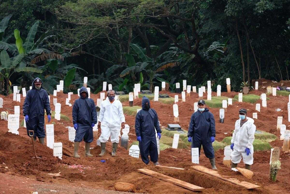 Số ca mắc và tử vong do Covid-19 ở Indonesiacao nhất từ đầu mùa dịch. Nguồn: trenAsia