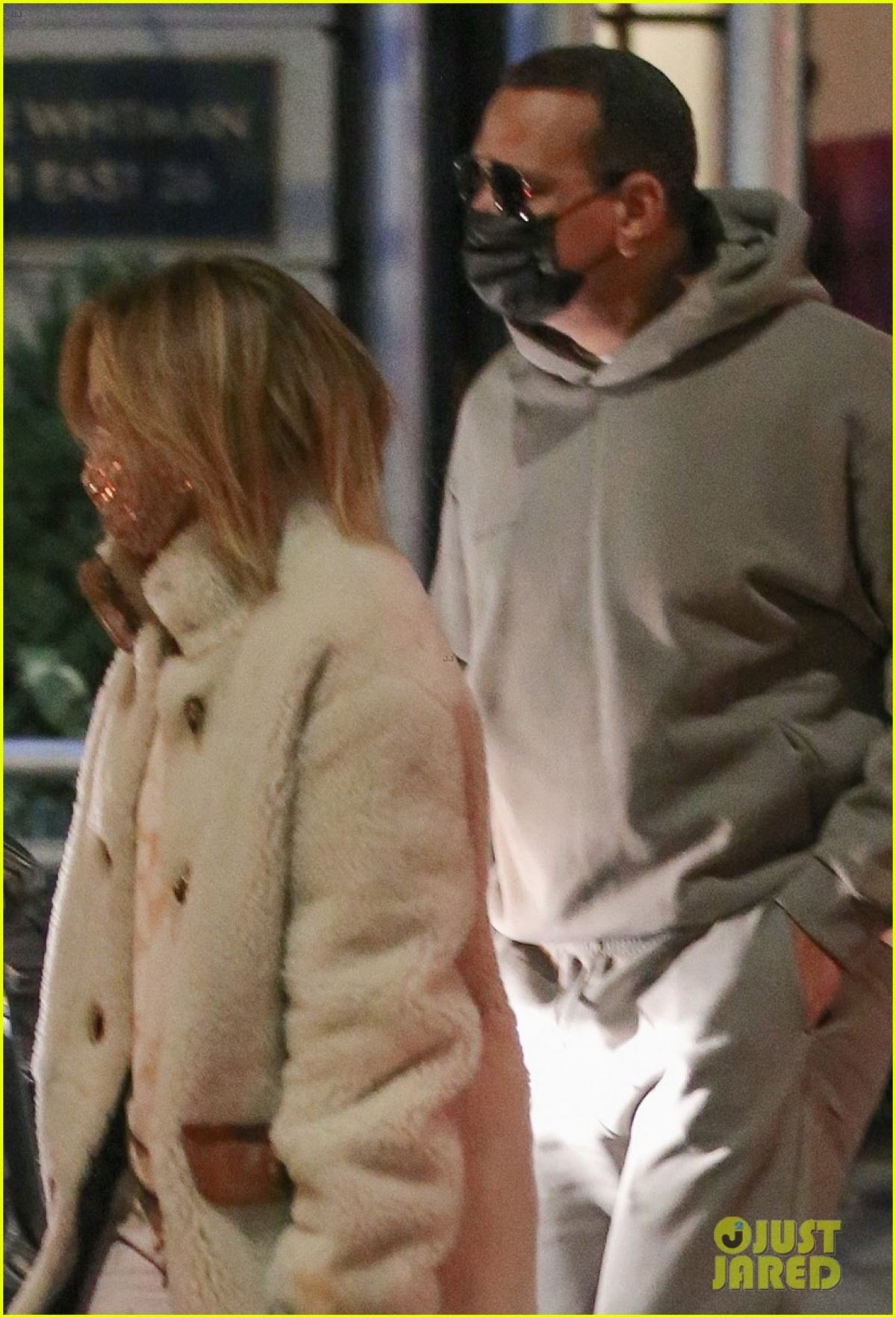 """Hiện tại, Jennifer Lopez cũng dần trở lại với công việc sau thời gian """"ở ẩn"""" vì dịch Covid-19."""
