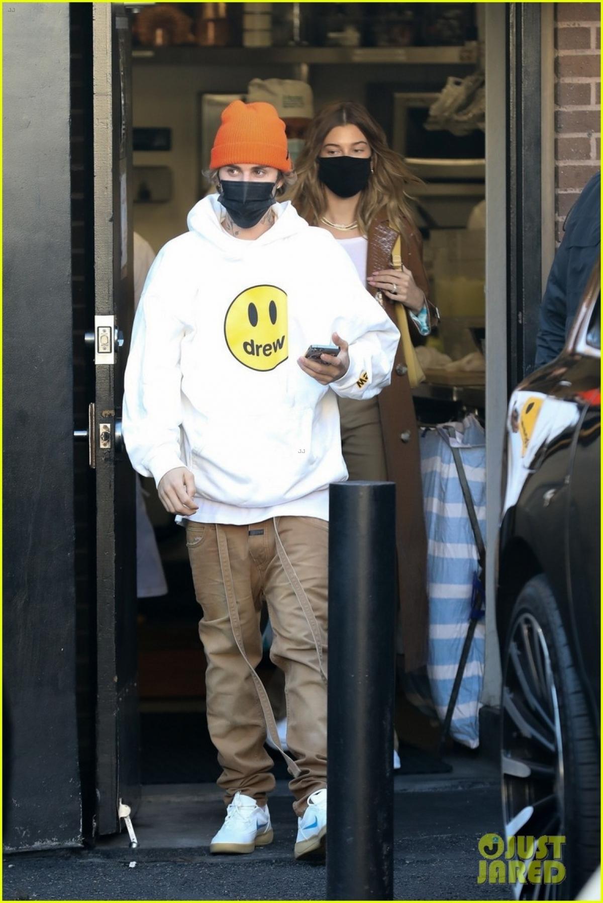 Nam ca sĩ cũng đang tất bật cho việc phát hành phim tài liệu mang tên Justin Bieber: Next Chapter.