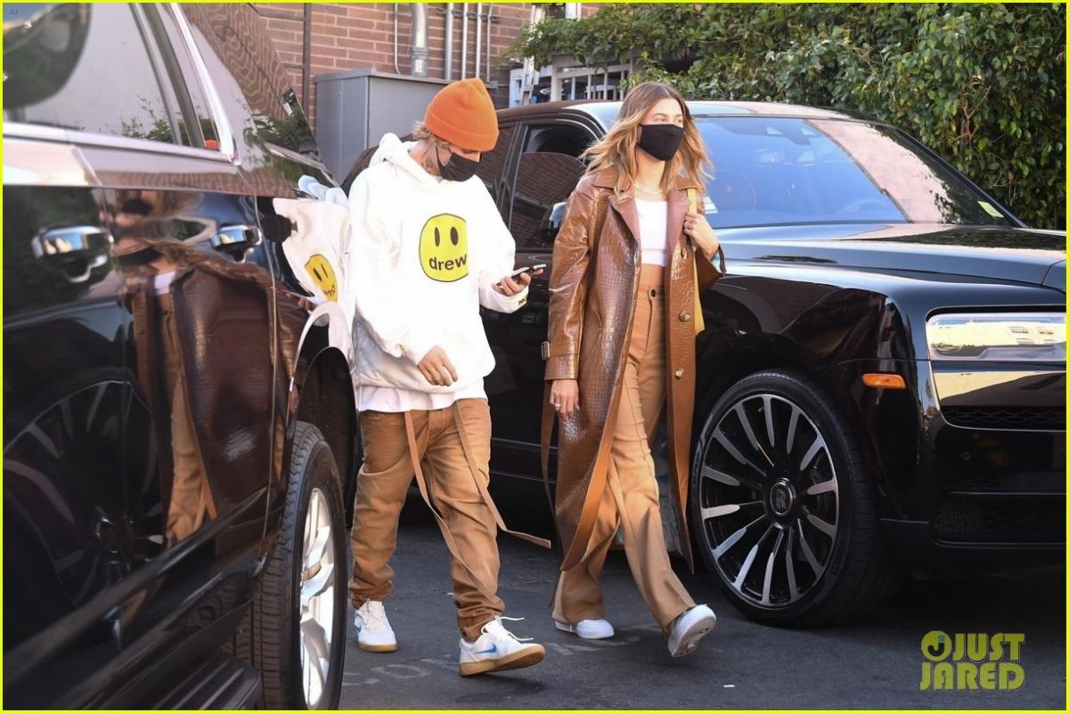 Trong Justin Bieber: Next Chapter, ngoài việc chia sẻ chuyện quá khứ, anh tập trung nói về cách vợ chồng ngôi sao nổi tiếng đối mặt với dịch bệnh. Nam ca sĩ khẳng định dịch Covid-19 giúp hai người có thời gian tìm hiểu và củng cố mối quan hệ./.