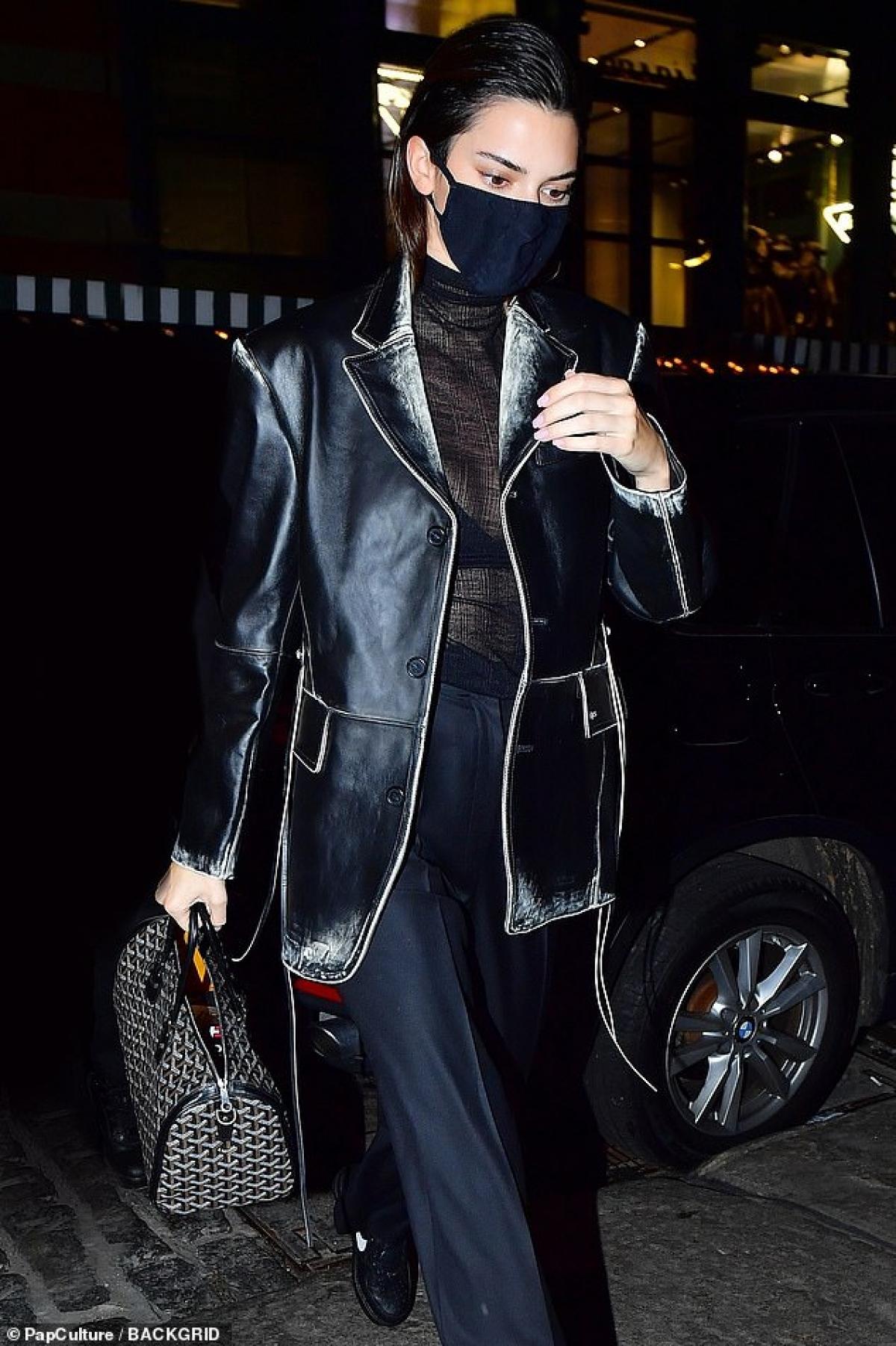 Em gái Kim Kardashian thu hút bởi gương mặt xinh đẹp, cá tính cùng gu thời trang đẳng cấp, phong cách.
