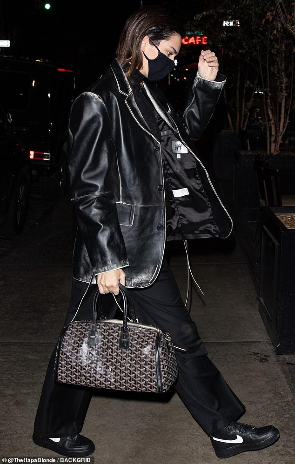 Kendall Jenner vốn luôn được yêu thích bởi gu thời trang gợi cảm và sành điệu.