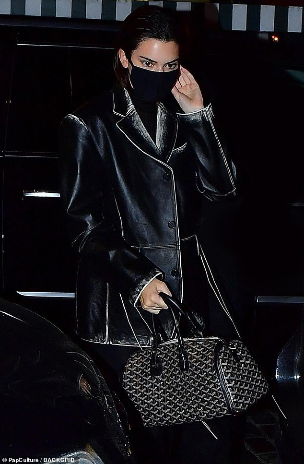 Xuất hiện ở bất cứ đâu, Kendall Jenner cũng là tâm điểm thu hút sự chú ý của người hâm mộ.