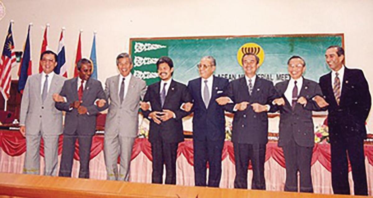 Lễ kết nạp Việt Nam vào ASEANtại Brunei ngày 28/7/1995. Ảnh: Báo Thế giới và Việt Nam .