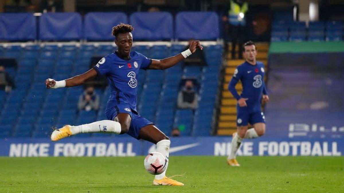 Tammy Abraham ghi bàn san bằng tỉ số cho Chelsea (Ảnh: Reuters).