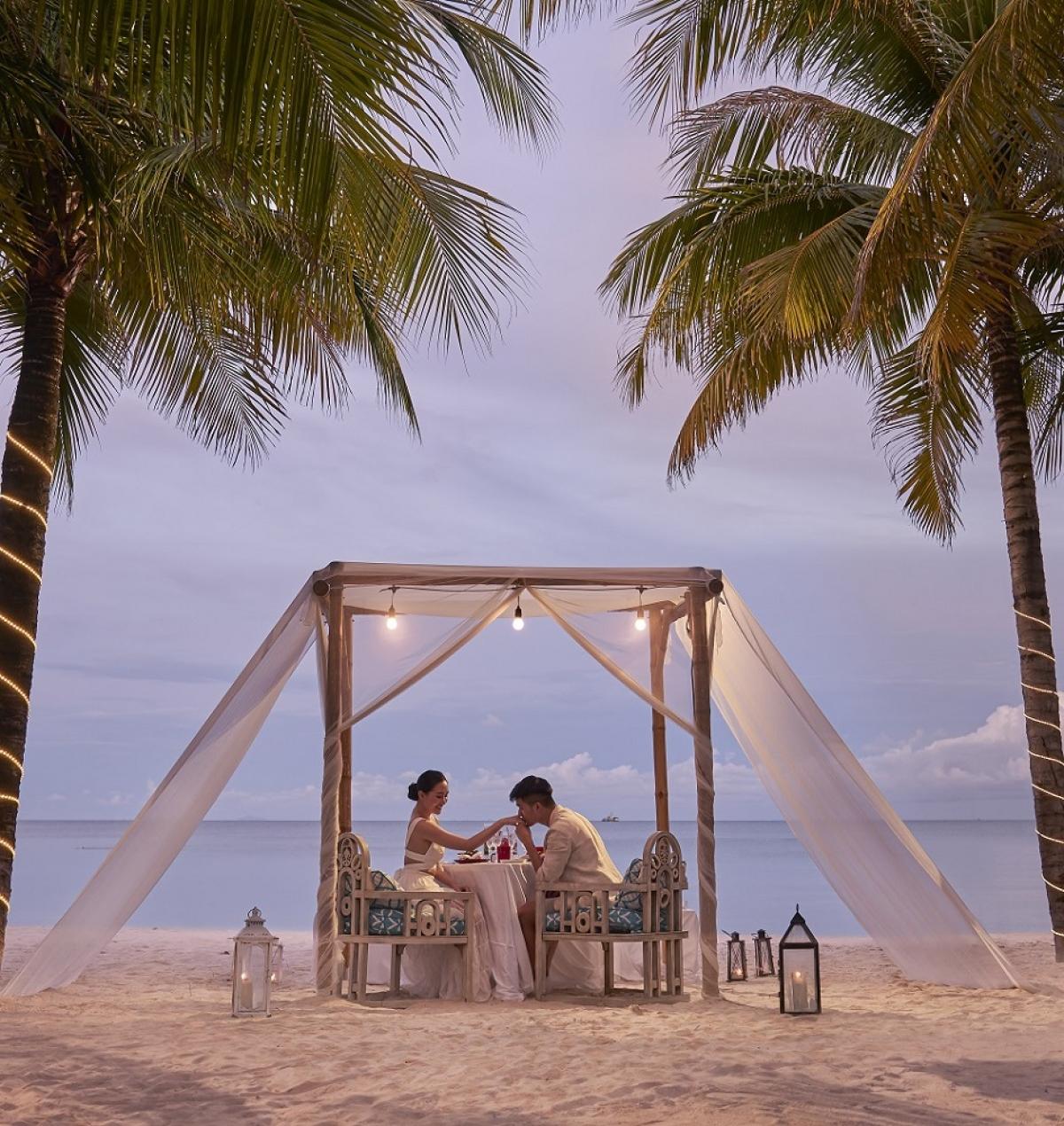 Khắp nơi tại Đảo Ngọc đều trở thành những góc lãng mạn cho các cặp đôi