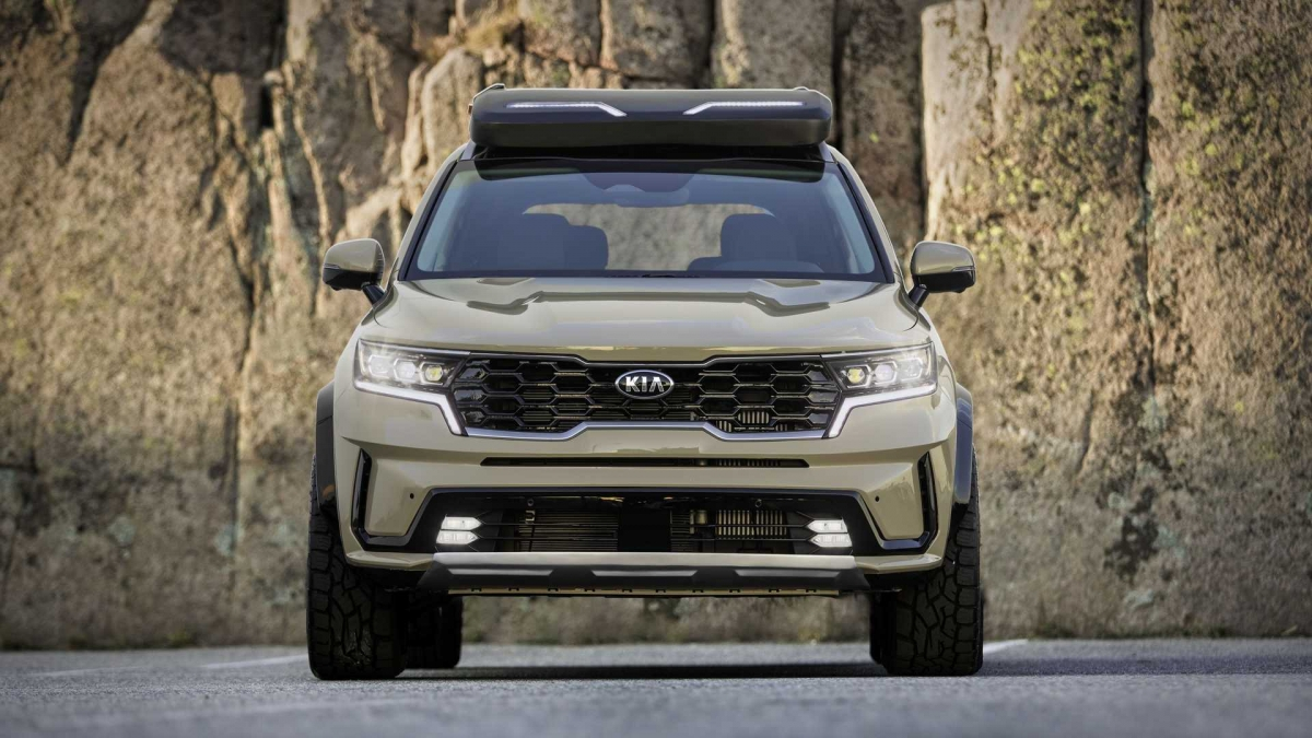 Giá nóc cũng được trang bị, tuy nhiên có phần nhỏ hơn với bộ đèn trợ sáng. Mâm xe sẽ được sơn đen bóng với đường viền màu Desert Sand đồng màu thân xe.