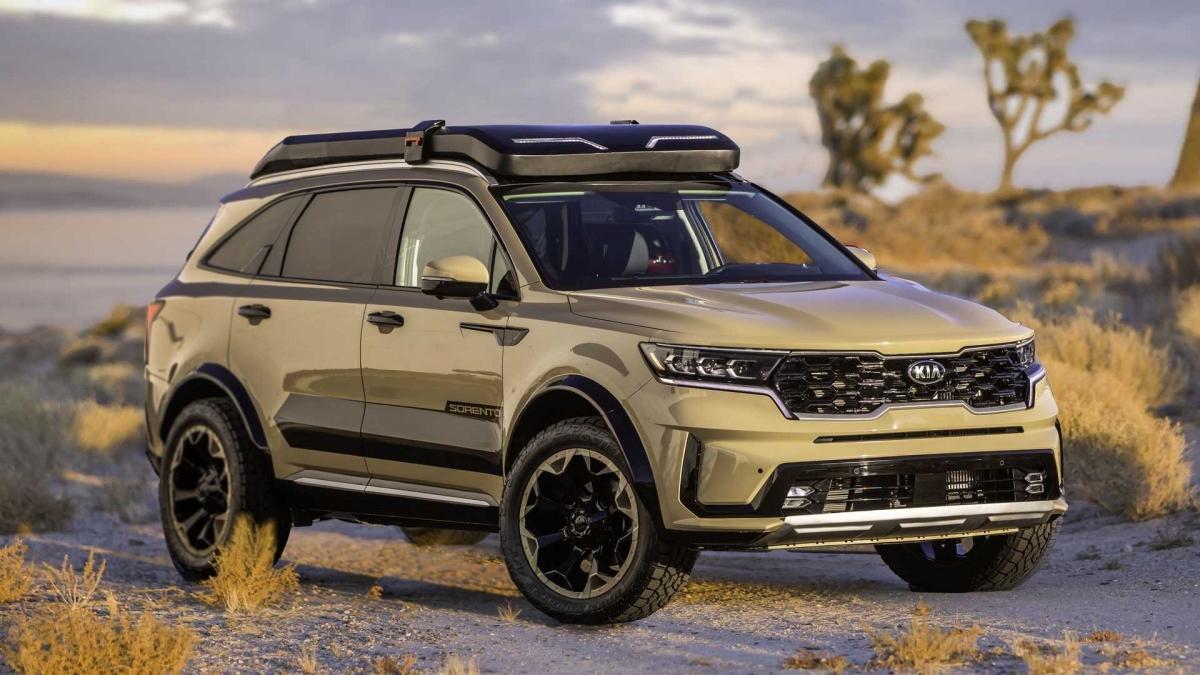 Về phần Zion Edition, với phong cách thám hiểm sa mạc, xe sở hữu ngoại thất sơn màu Desert Sand, hoàn thiện bóng, kết hợp cùng một số các chi tiết đen bóng tạo điểm nhấn cho ngoại thất.