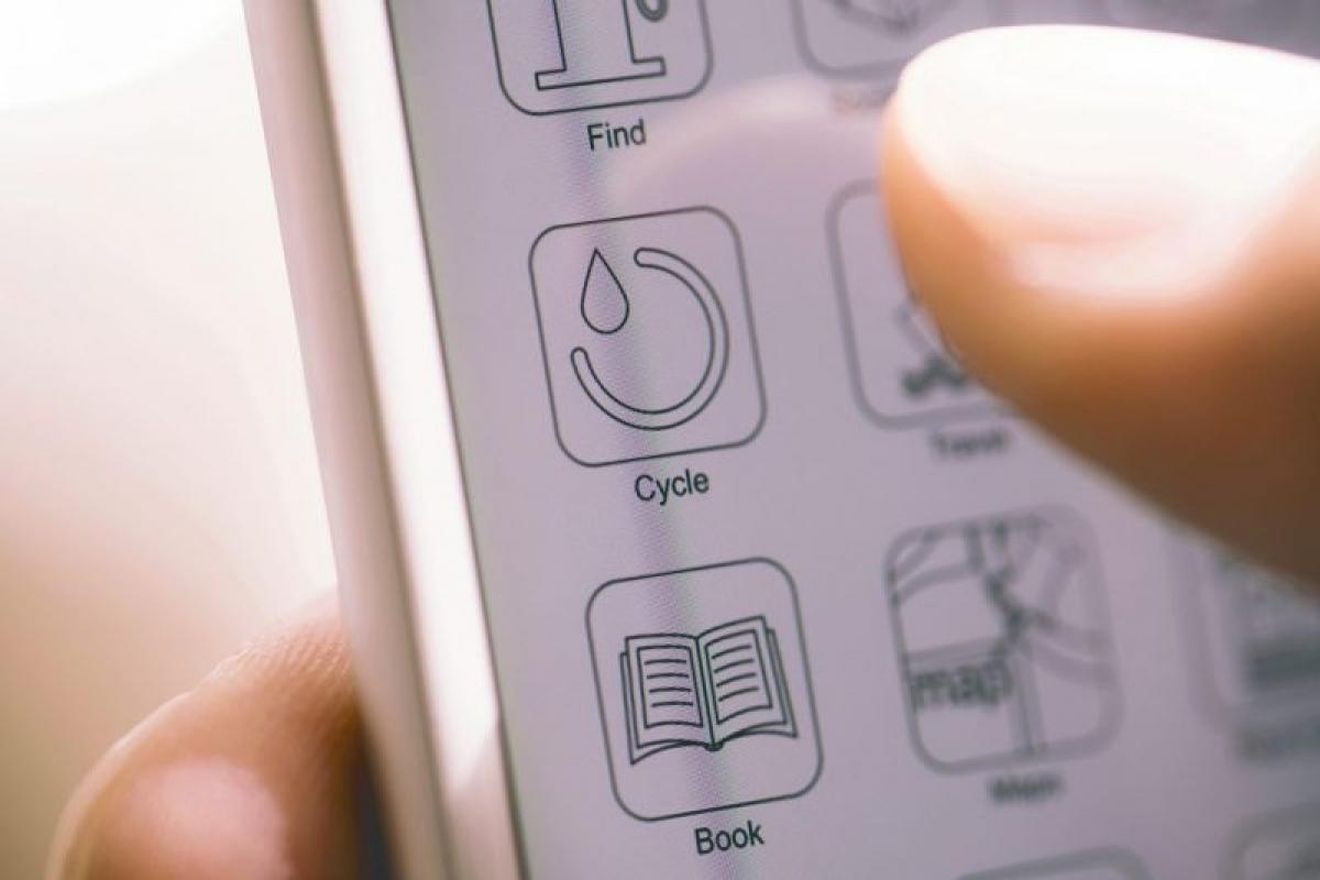 Theo dõi kỳ kinh nguyệt: Ngày nay, có rất nhiều ứng dụng trên điện thoại giúp phụ nữ có thể theo dõi kỳ kinh nguyệt của mình và sớm phát hiện ra bất kỳ sự bất thường nào.