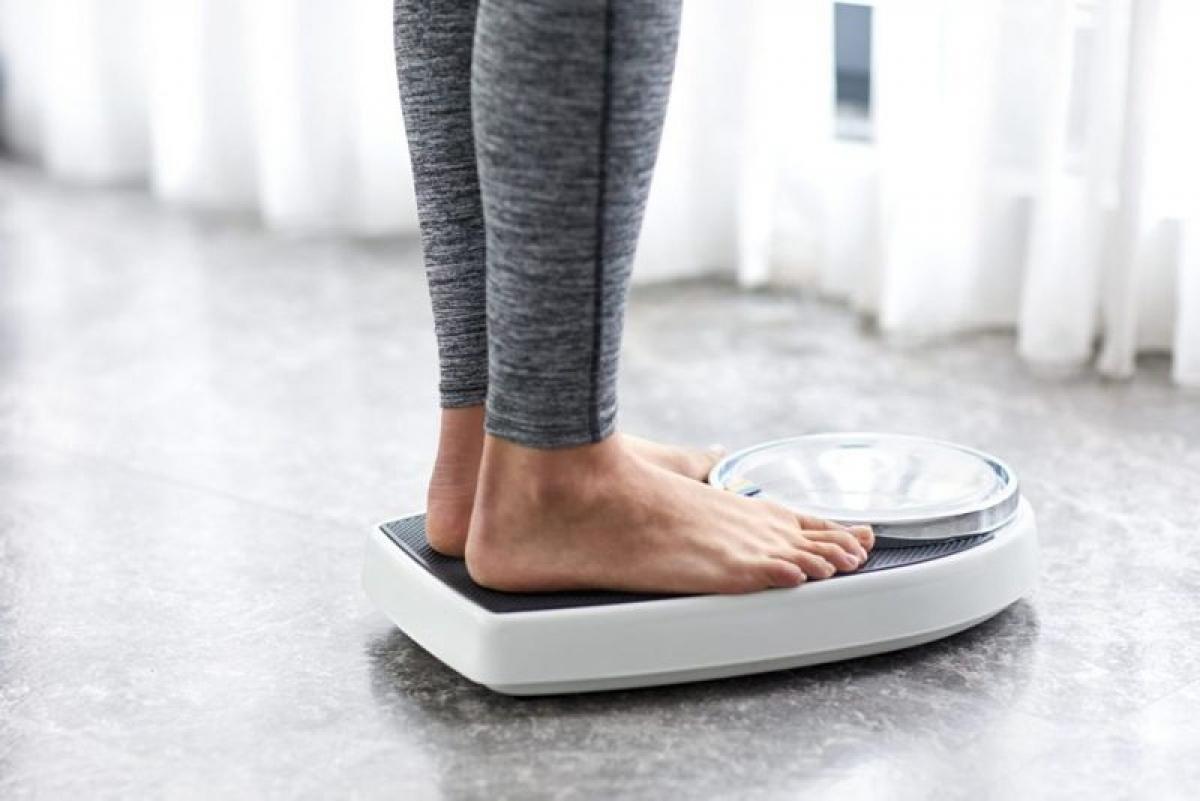 Thay đổi cân nặng: Tăng hoặc giảm cân quá nhanh có thể làm rối loạn chu kỳ kinh nguyệt. Thừa cân hoặc quá gầy cũng có thể gây mất kinh hoặc kỳ kinh không đều. Điều này đặc biệt đáng báo động đối với phụ nữ mong muốn có thai.