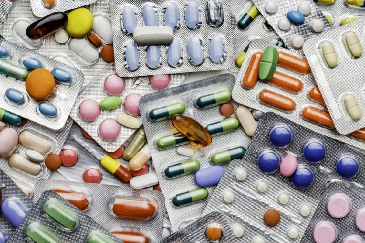 Dược phẩm: Các loại thuốc tránh thai chứa estrogen và progestin có thể gây tình trạng kinh kỳ thất thường vào thời điểm mới dùng thuốc và thời điểm ngưng dùng thuốc. Phụ nữ có thể mất tới 6 tháng để kinh nguyệt đều trở lại sau khi ngưng dùng thuốc tránh thai.