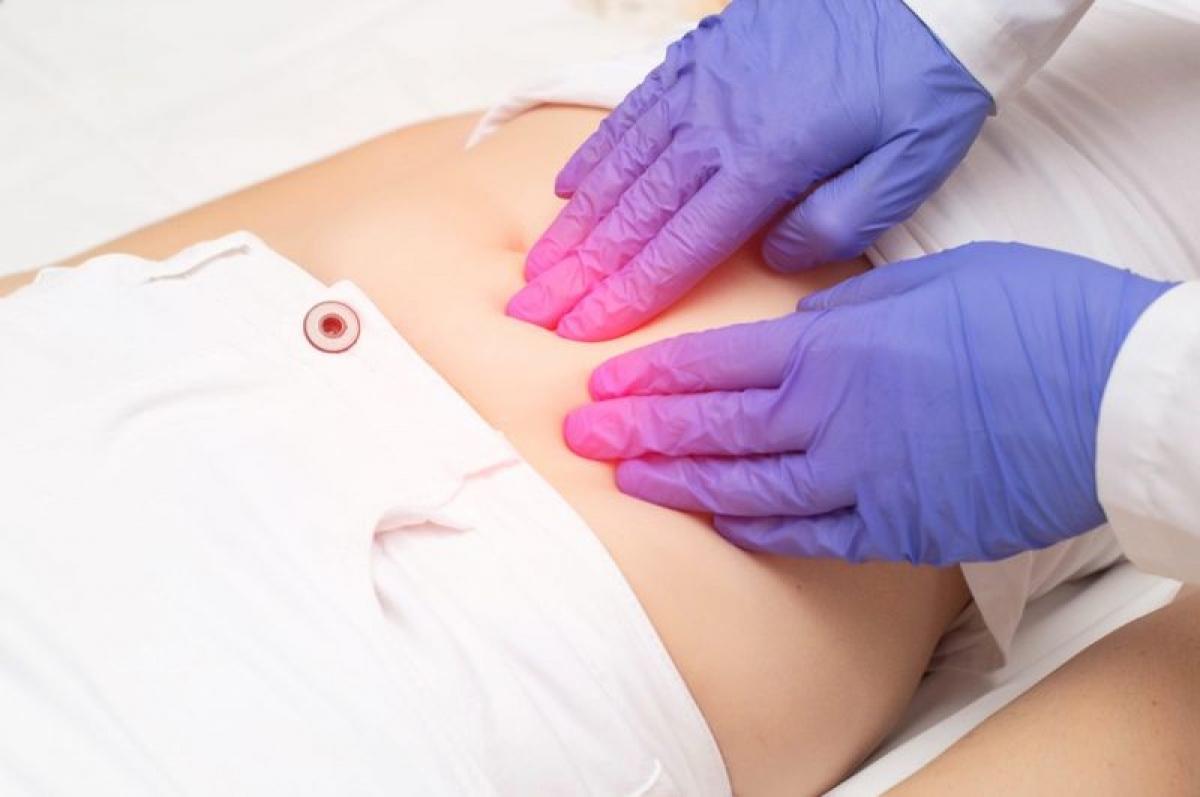 U xơ tử cung: U xơ tử cung thường là các khối u lành tính, nhưng có thể gây chảy máu nhiều và đau đớn trong kỳ kinh nguyệt. Nếu máu kinh chảy nhiều đến mức ảnh hưởng đến sinh hoạt hằng ngày và có nguy cơ gây thiếu máu, chuyên gia khuyến cáo nên phẫu thuật để loại bỏ khối u.