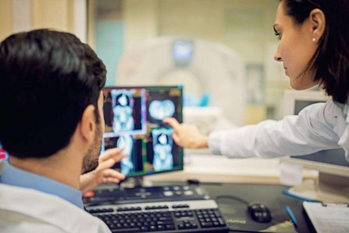 Ung thư: Ung thư tử cung và ung thư cổ tử cung cũng có thể là nguyên nhân khiến kinh nguyệt thất thường. Mọi phụ nữ sau tuổi 21 đều nên được xét nghiệm ung thư cổ tử cung.