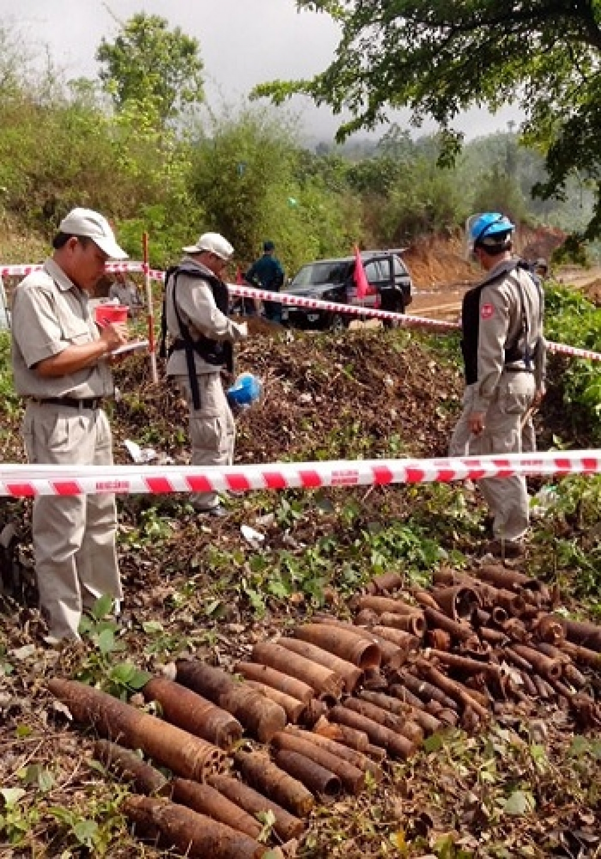 Một điểm rà phá, thu gom bom mìn sót lại sau chiến tranh ở Lào. Ảnh: KT