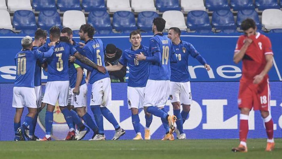 Italy dễ dàng đánh bại Ba Lan để chiếm ưu thế trong cuộc đua giành vé vào bán kết Nations League. (Ảnh: Gazetta).