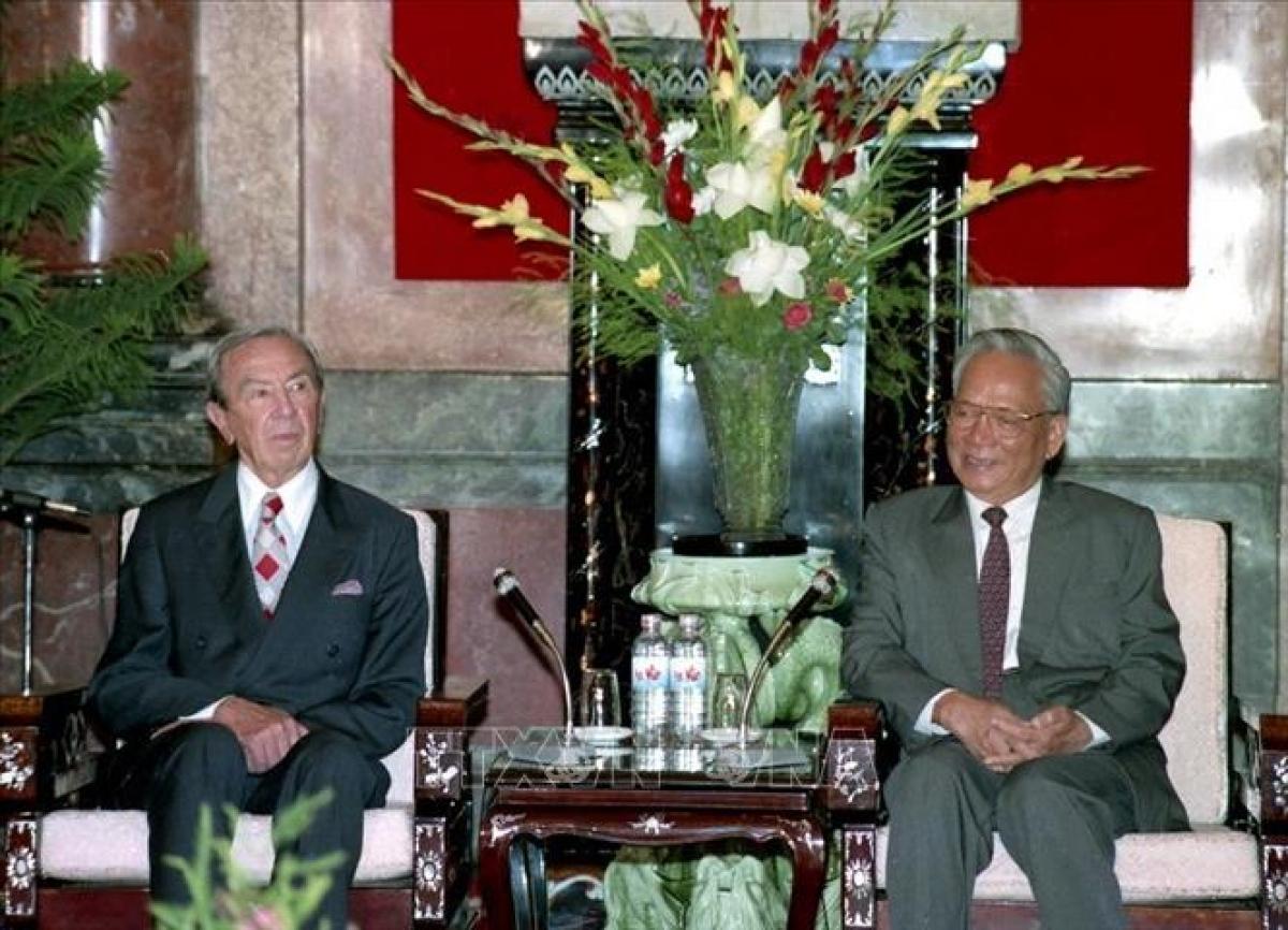 Chủ tịch nước Lê Đức Anh tiếp Bộ trưởng ngoại giao Hoa Kỳ Warren Christopher, ngày 5/8/1995, tại Phủ Chủ tịch. Ảnh: Xuân Tuân/TTXVN