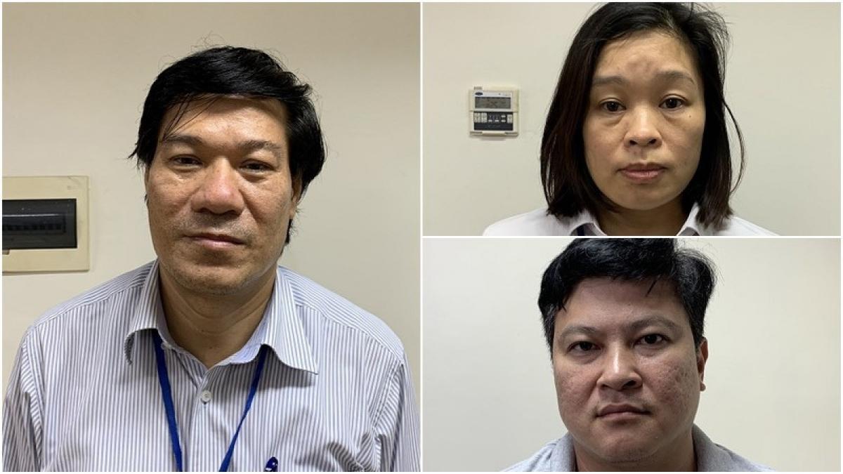 Bị can Nguyễn Nhật Cảm (trái) cùng đồng phạm vụ nâng khống máy xét nghiệm Covid-19.