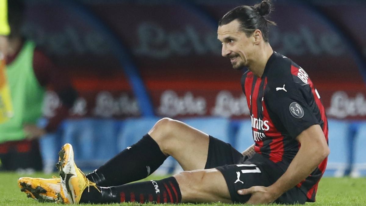 Ibrahimovic gặp chấn thương trong trận đấu với Napoli (Ảnh: Getty).