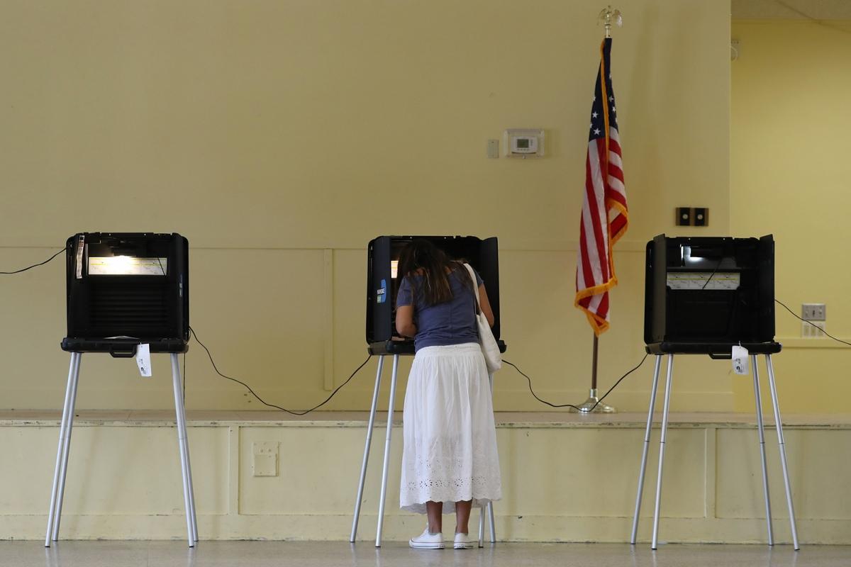 Cử tri Mỹ đi bỏ phiếu ngày 3/11. Ảnh: Getty.