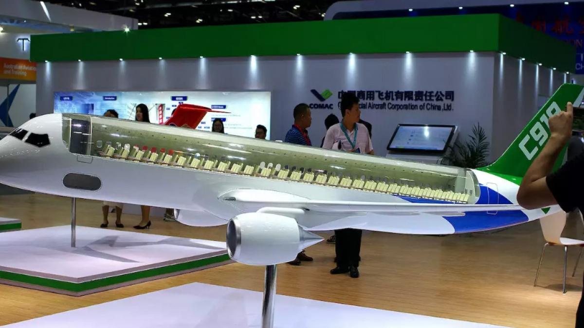 Mô hình máy bay chở khách C919 của Công ty máy bay thương mại Trung Quốc tại triển lãm hàng không 2017 ở Bắc Kinh. Ảnh: Reuters