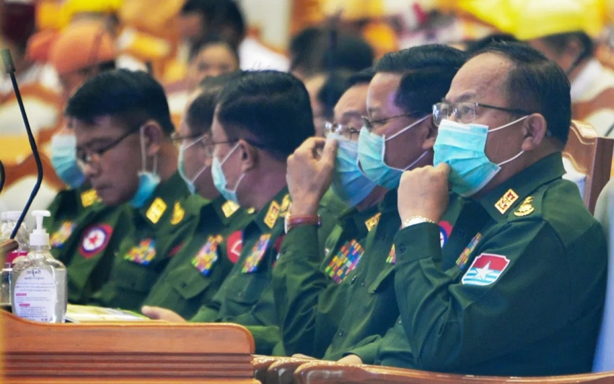Giới quân nhân Myanmar trong đợt Covid-19 năm 2020. Ảnh: AFP.