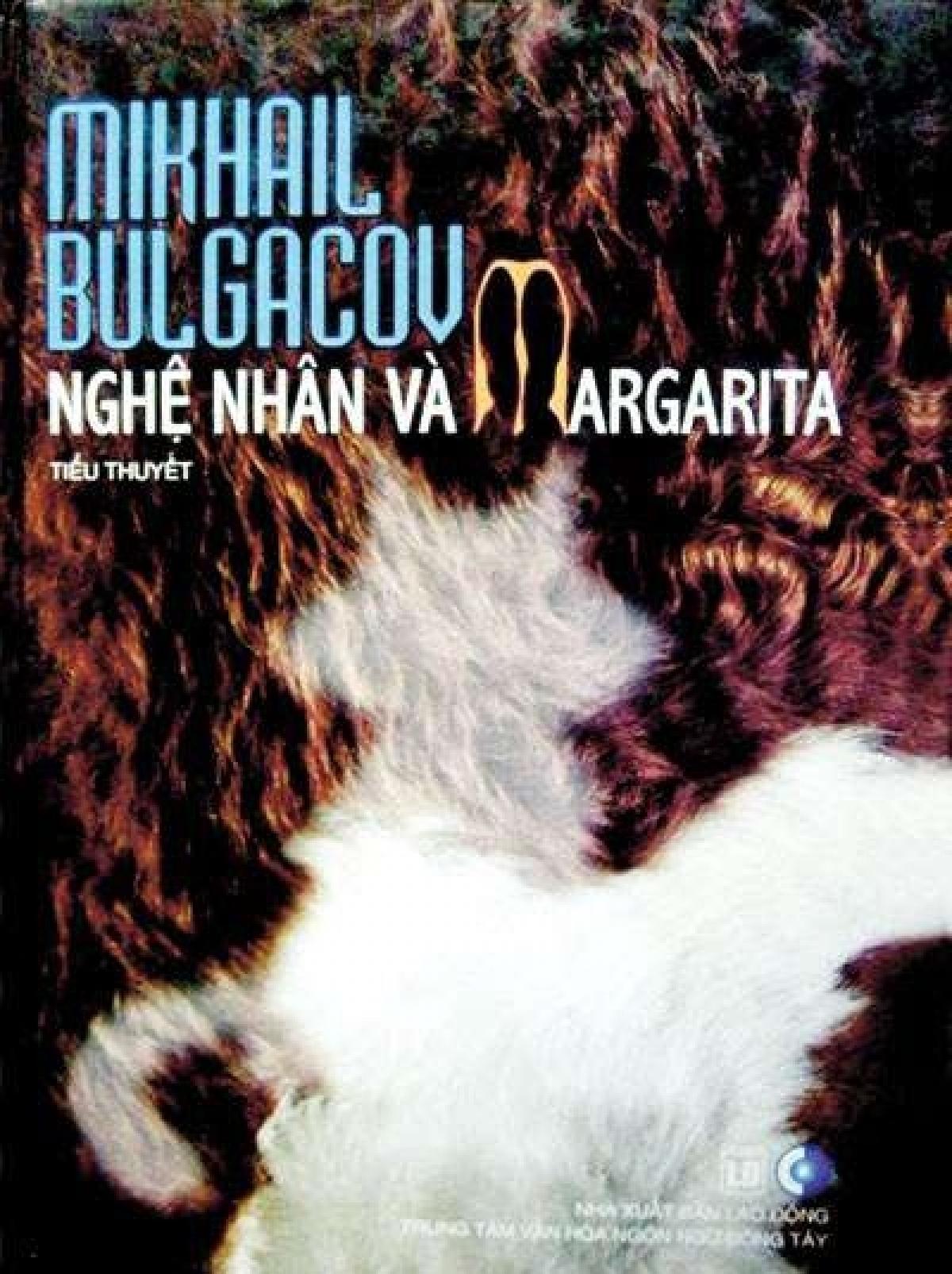 """Cuốn """"Nghệ nhân và Margarita"""" do Đoàn Tử Huyến dịch, Nhà xuất bản Lao Động liên kết Trung tâm Văn hóa ngôn ngữ Đông Tây ấn hành. Đây là cuốn tiểu thuyết tiêu biểu trong sự nghiệp dịch thuật của ông. Ảnh: Đông Tây."""