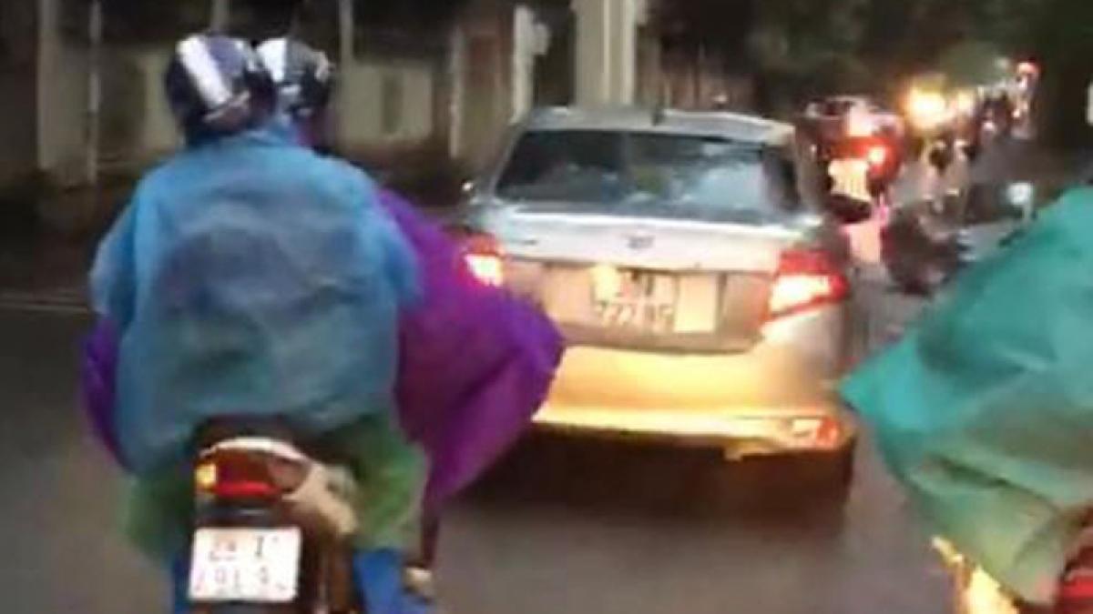 Hình ảnh lái xe ngược chiều do người dân cung cấp