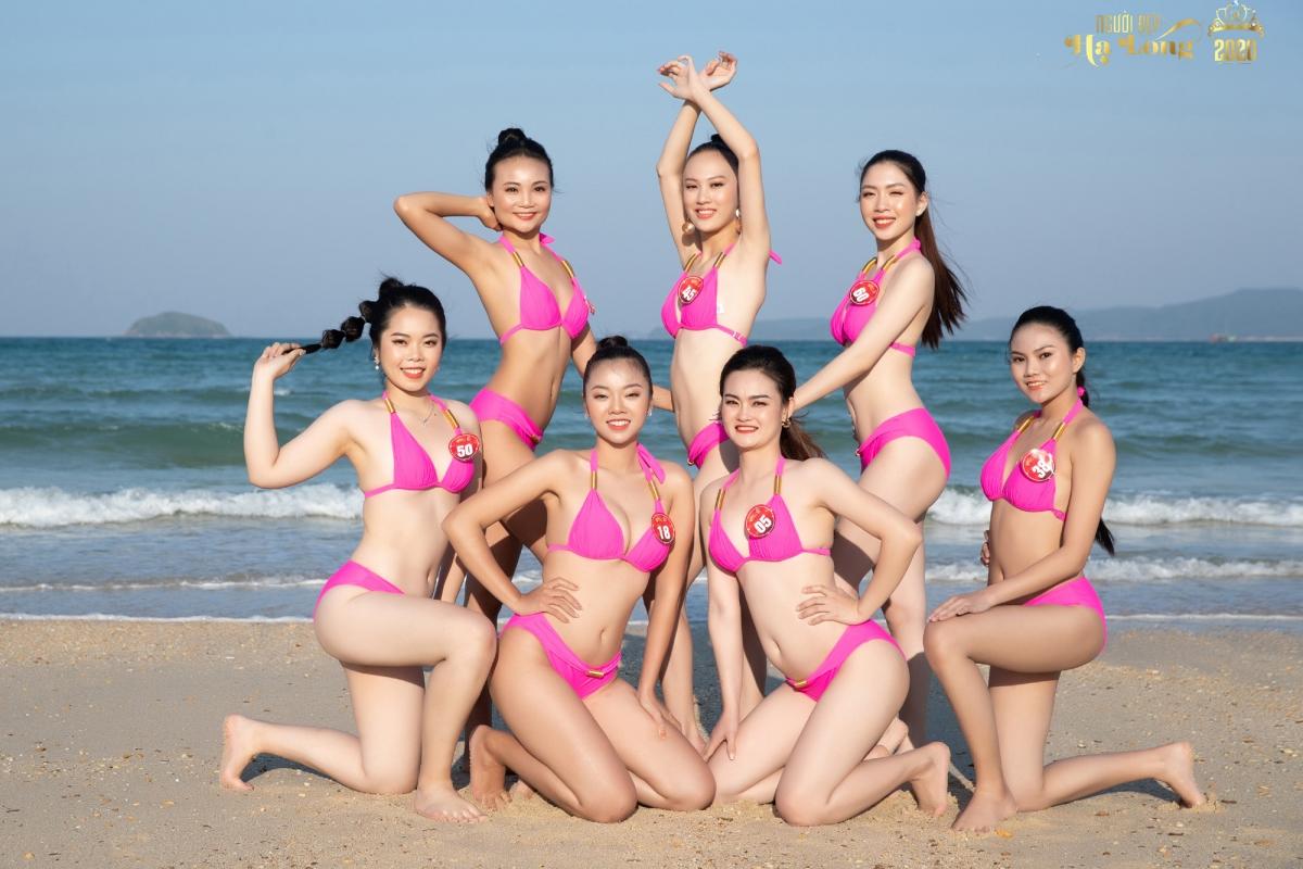 Các thí sinh khoe vẻ đẹp hình thể trên bãi biển Hồng Vàn, huyện đảo Cô Tô, Quảng Ninh.
