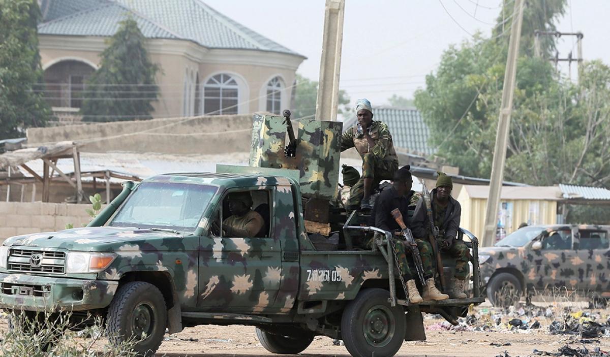 Lực lượng quân đội Nigeria đảm bảo an ninh ở khu vực Maiduguri tháng 2/2019. Ảnh: Dhaka Tribune