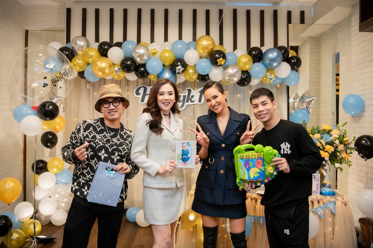 Sau tiệc sinh nhật sớm cho Henryk, vợ chồng Phương Mai dự định làm thêm bữa tiệc khác vào đúng ngày cậu bé chào đời 21/11 tại TP HCM.