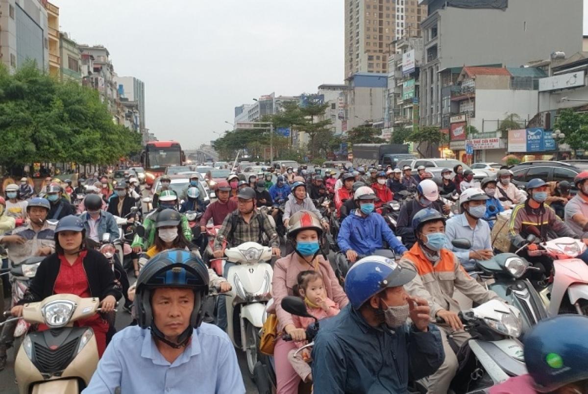 Thời điểm 17h chiều 11/11, tình trạng ùn tắc kéo dài tại khu vực Ngã Tư Sở.
