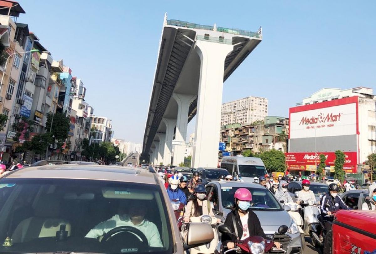Phương án nào cũng khó khả thi, chỉ khi thông tuyến hoàn toàn từ Ngã Tư Sở xuống đến cầu Vĩnh Tuy khi đó mới hạn chế được ùn tắc.