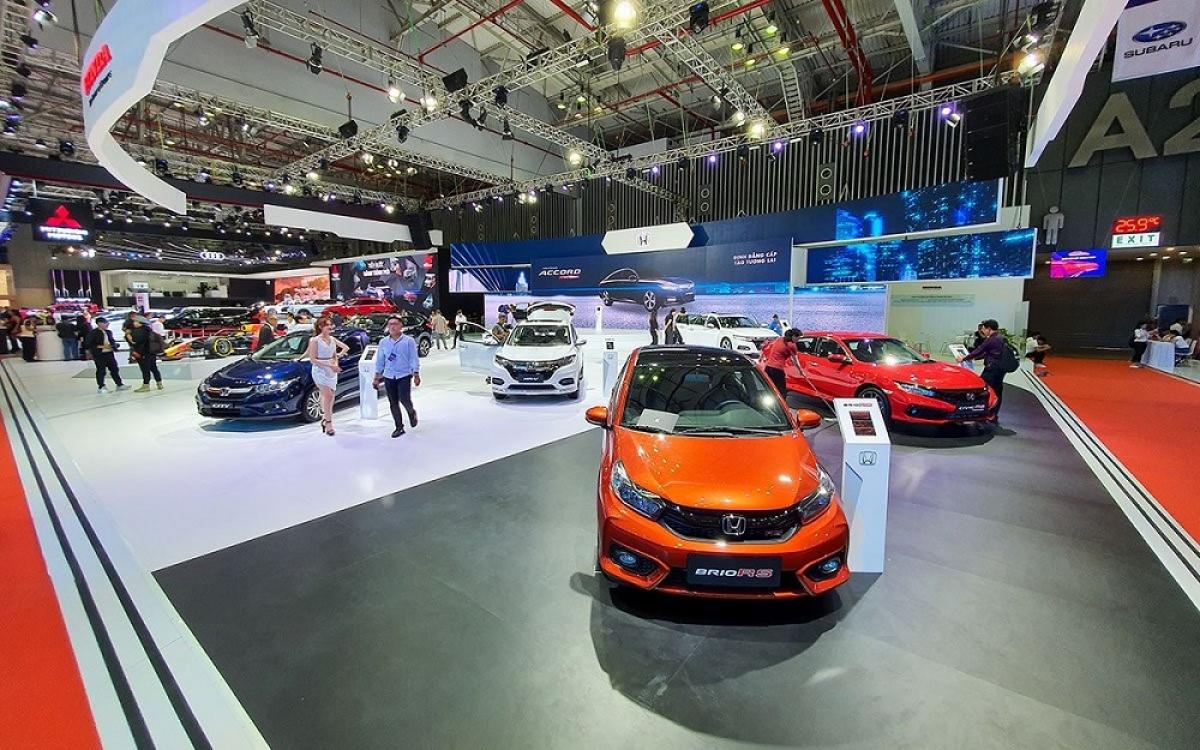 """Từ đầu năm đến giữa tháng 11/2020, người Việt đã chi gần 1,9 tỷ USD để mua ô tô """"ngoại"""" (Ảnh minh họa: KT)"""