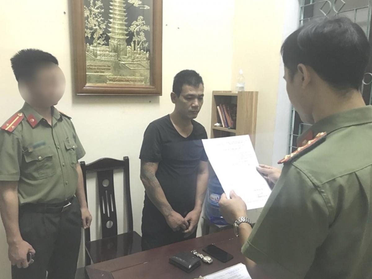 Cơ quan điều tra đọc lệnh bắt