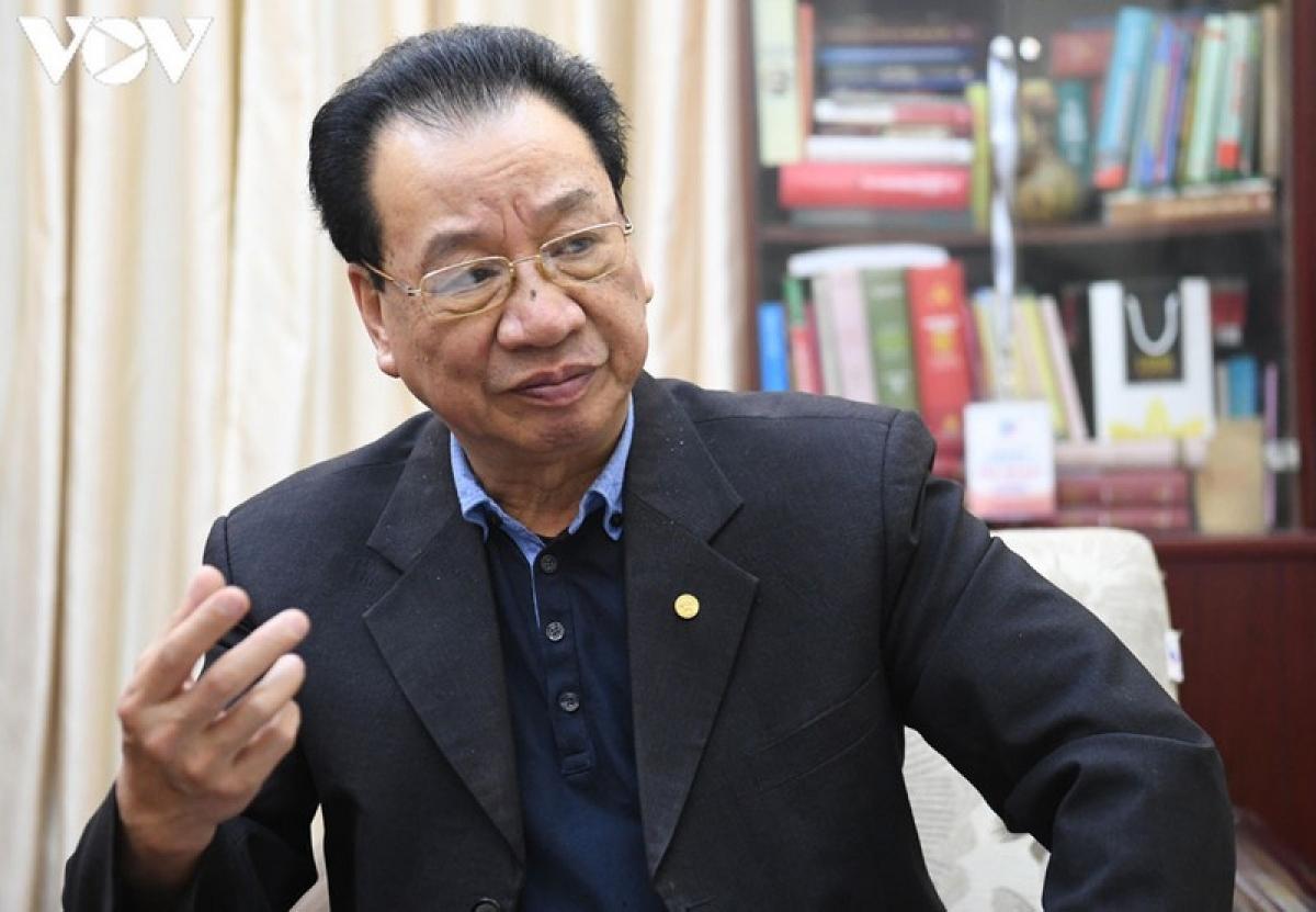 GS.TS Phùng Hữu Phú - Phó Chủ tịch Thường trực Hội đồng Lý luận Trung ương, Tổ phó thường trực Tổ biên tập văn kiện Đại hội XIII.