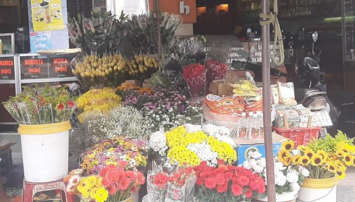 Cửa hàng hoa trên dường Tôn Thất Đạm, Quận 1, TP. HCM. (Ảnh: Mai Thy)