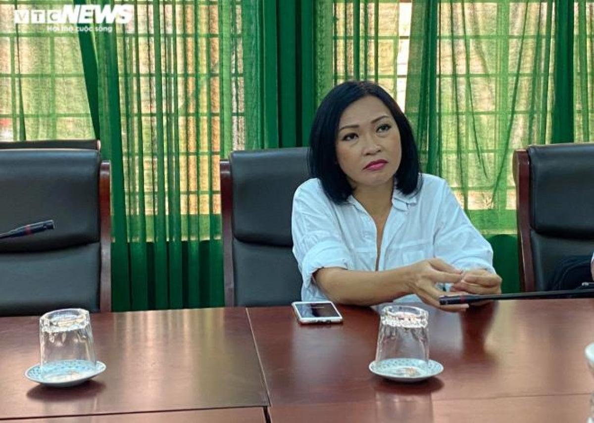 Ca sĩ Phương Thanh tại buổi làm việc với cơ quan chức năng tỉnh Quảng Ngãi.