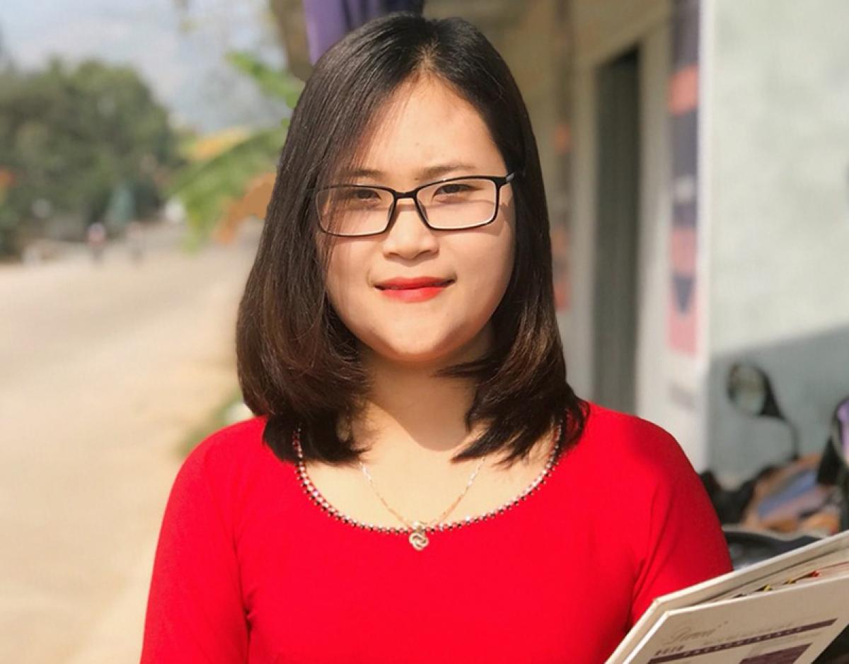 Cô Hà Ánh Phượng luôn trăn trở với việc tạo ra cơ hội học tập tốt nhất cho học sinh ở những vùng còn nhiều khó khăn. (Ảnh: FBNV)