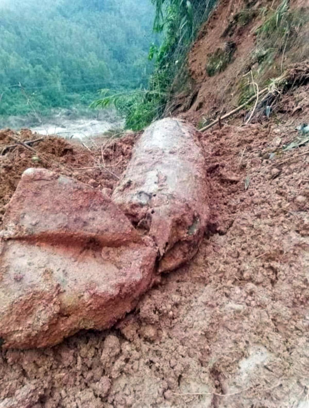 Vật liệu nổ được phát hiện sau mưa lũ.