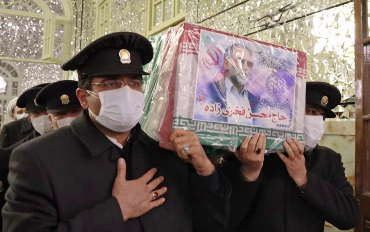 Mang quan tài của nhà khoa học hạt nhân Iran Fakhrizadeh. Ảnh: Bộ Quốc phòng Iran.