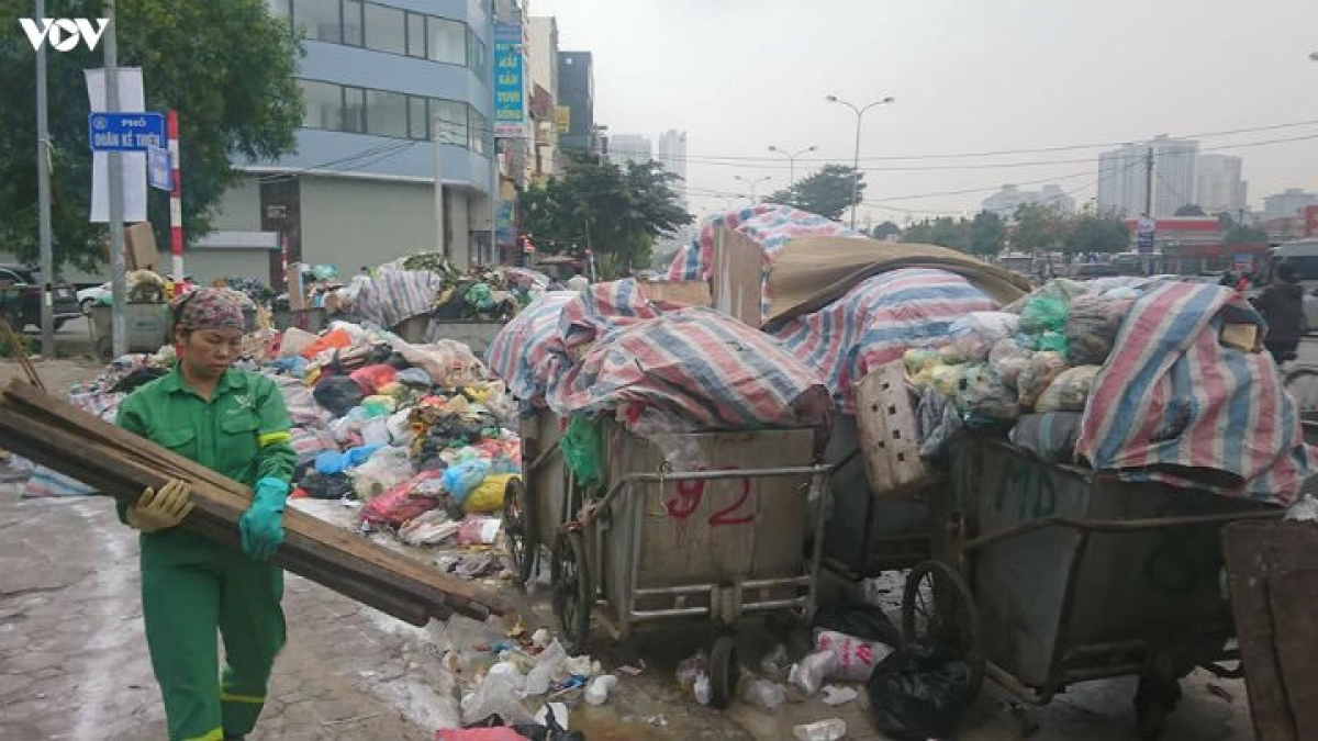 """Hà Nội đang phải đối mặt với một """"cuộc khủng hoảng rác"""" chưa từng có. (Ảnh minh họa)"""