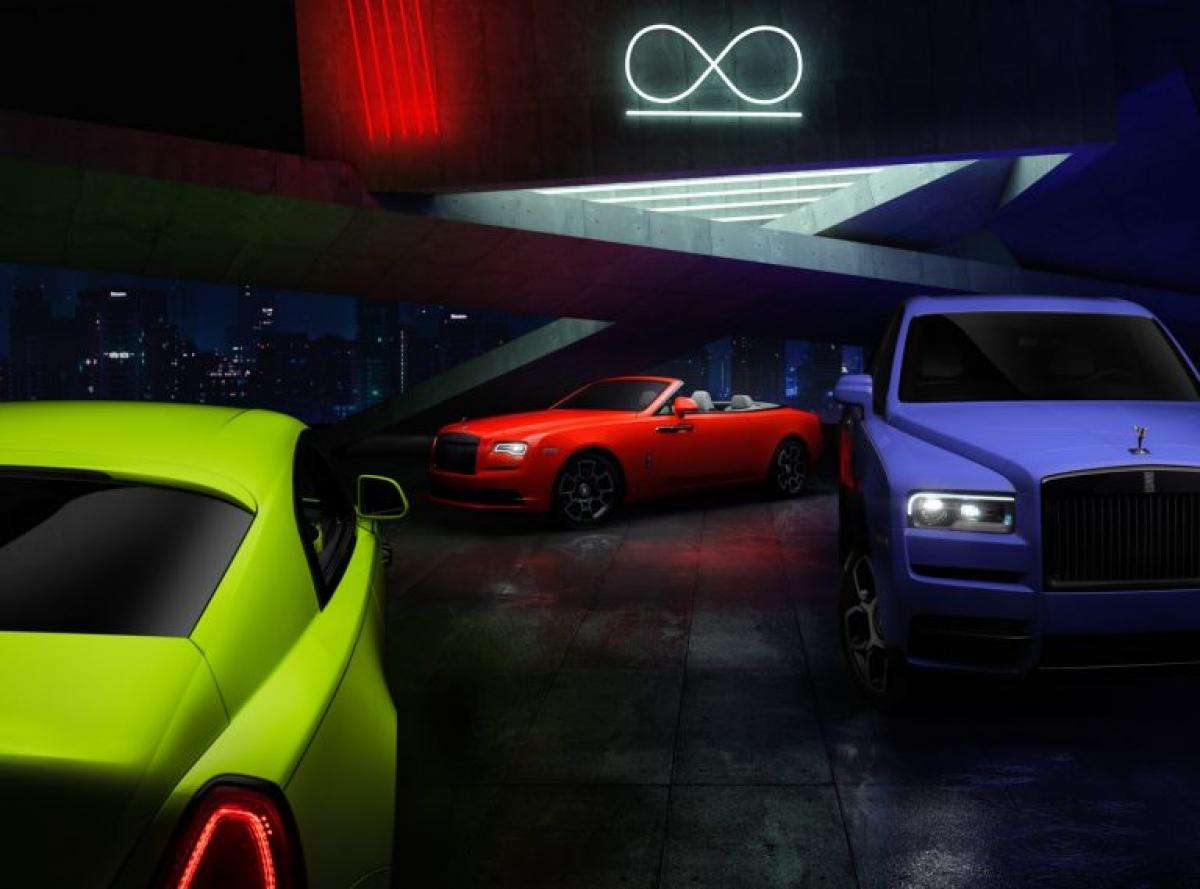 """Được phát triển dựa trên dòng Black Badge, bộ ba chiếc xe gồm Cullinan, Dawn và Wraith đã được """"thay"""" lớp áo đen mang tính biểu tượng của dòng thành ba màu sắc nổi bật như xanh dương, xanh neon và đỏ."""